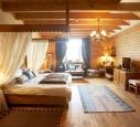 Мебель из сосны для классического интерьера спальни